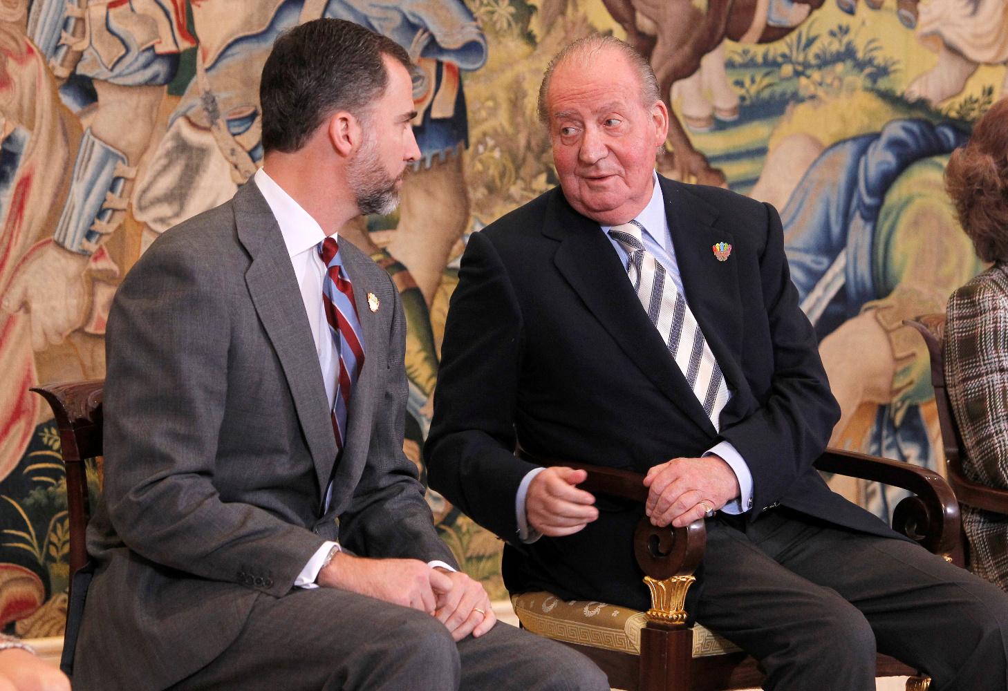 El-principe-Felipe-y-el-rey-Juan-Carlos--en-un-acto-en-febrero-