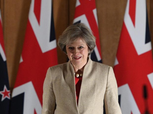 UK: Theresa May valora convocar elecciones en Noviembre para obtener respaldo para un 'Hard Brexit'.
