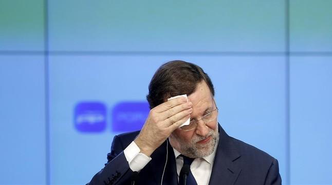 Crisis en el PP: a Rajoy le da risa cuando le preguntan por la dimisión de Cifuentes.