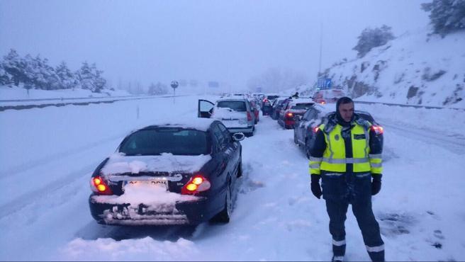 Colapso en plena #nevada en las autopistas, ¿quién debe asumir la responsabilidad?