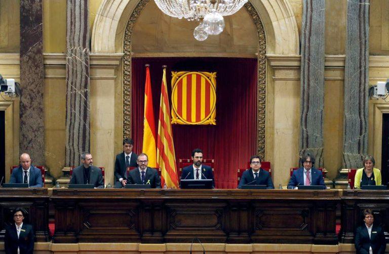 El Parlament de Cataluña reprueba a Sánchez y Rajoy y pide la abdicación de Felipe VI por su discurso del 3Oct