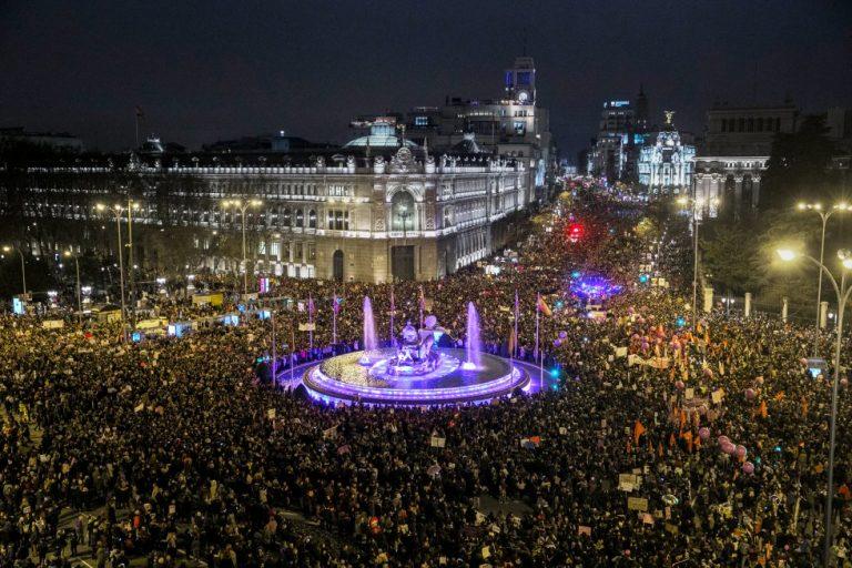 [En Imágenes] El 8M tiñe España de morado por la igualdad.