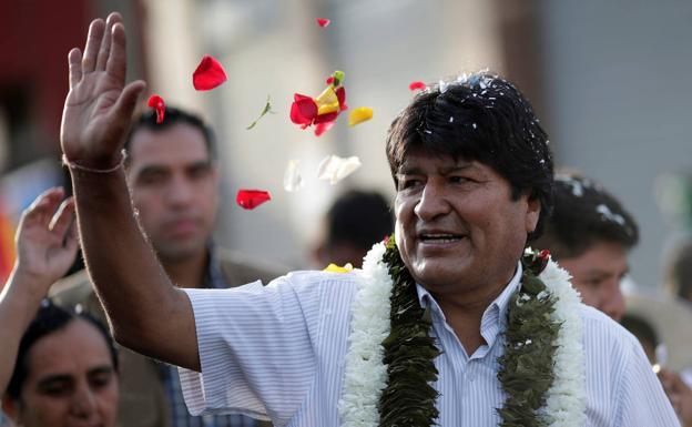 Bolivia: Evo Morales gana y evita por décimas la segunda vuelta. La oposición lo acusa de fraude