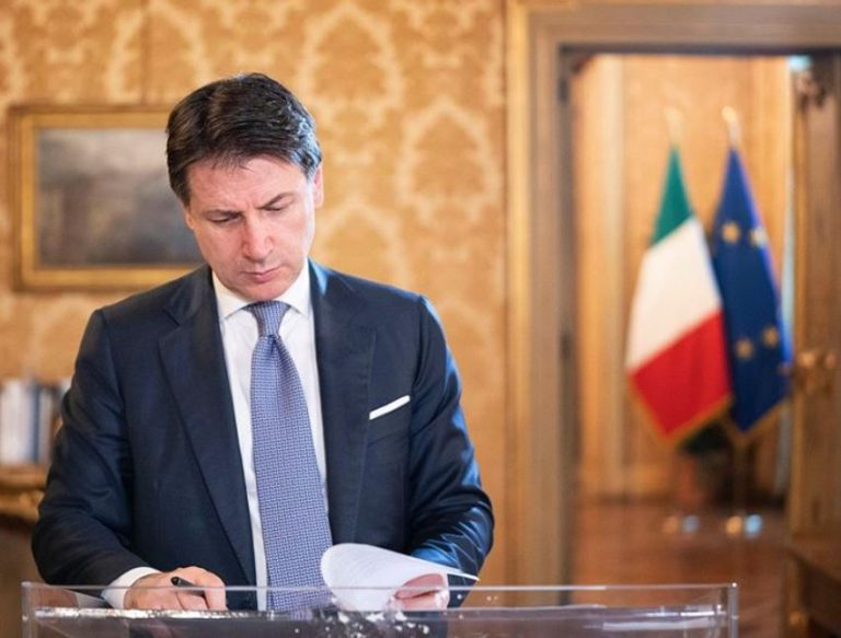 Dimite Giuseppe Conte. Berlusconi podría ser clave en un nuevo Gobierno… o convocarse nuevas elecciones