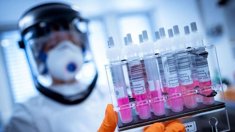 Rusia registra la primera vacuna contra el COVID