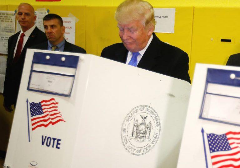 ¿Por qué Trump pone en cuestión el voto por correo?