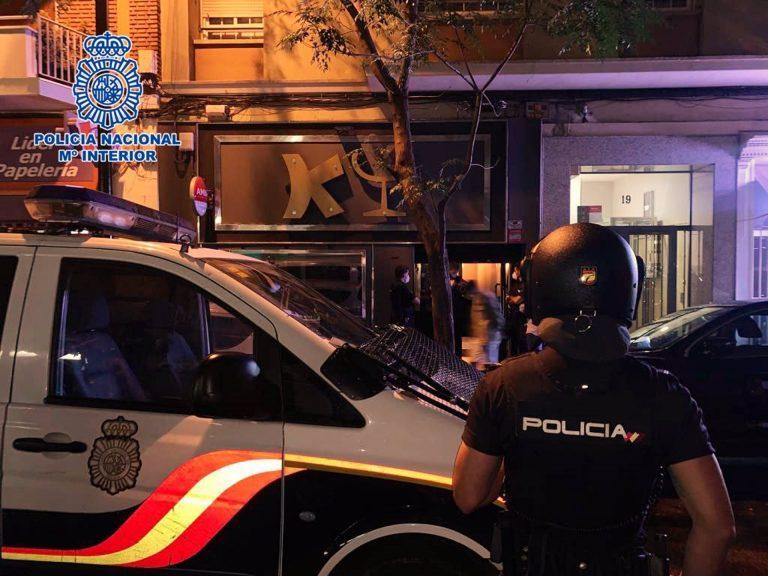 Zaragoza: cuarenta personas sancionadas en un bar 'negacionista' y una peña