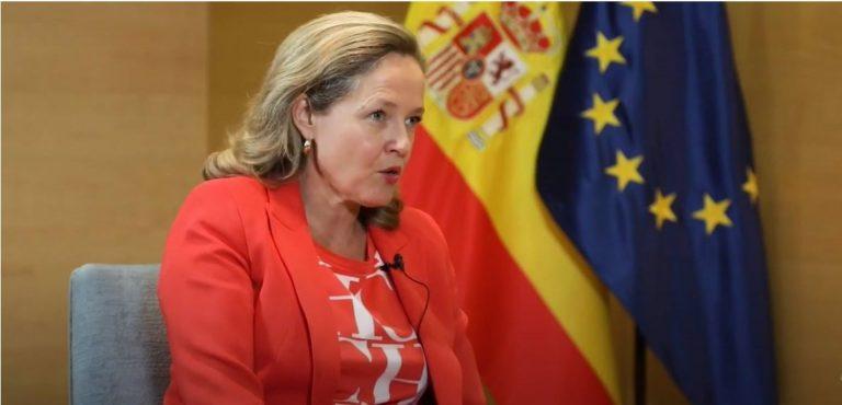 Tras la 'Caixa-Bankia' Calviño cree que habrá más fusiones