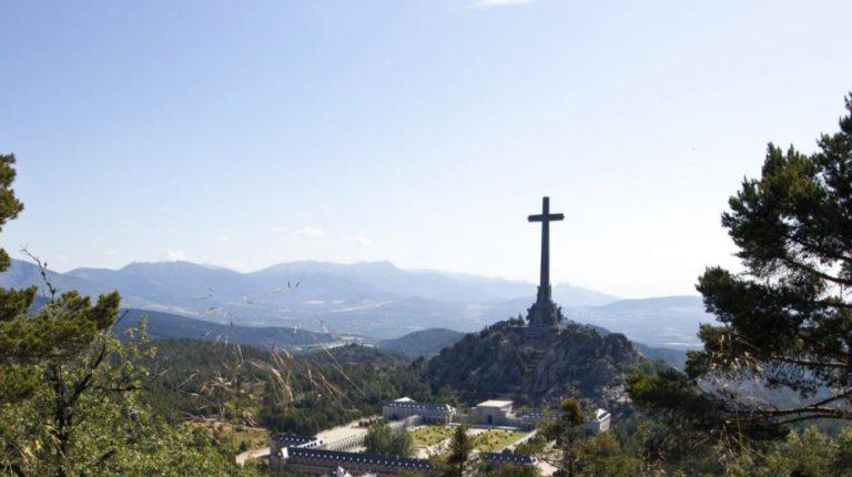 El gobierno no derribará la cruz del Valle