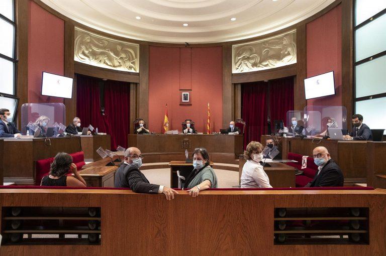 El TSJC condena a antiguos miembros de la mesa del Parlament a 20 meses de inhabilitación