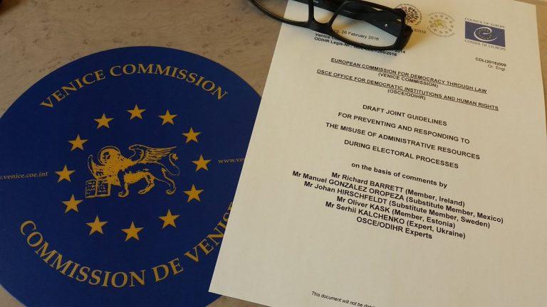 """La Comisión de Venecia dictamina que el uso de referendos """"debe cumplir con el sistema legal en su conjunto"""""""