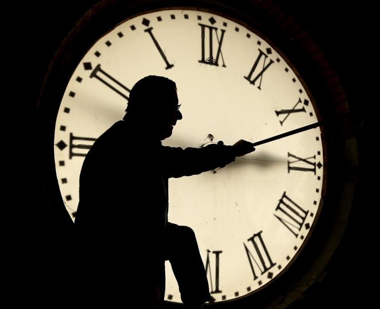 Proponen que el de esta noche sea el último cambio de hora en España