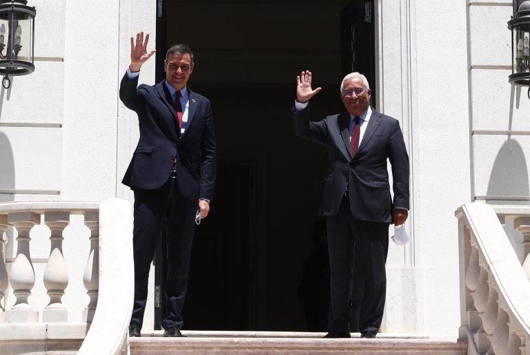 Sánchez acude este sábado con sus cuatro vicepresidentes y seis ministros a la Cumbre Luso-Española en Guarda (Portugal).
