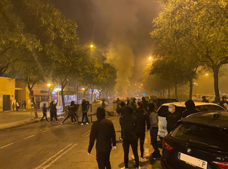 Incidentes en Sevilla contra el toque de queda