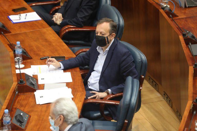 Dimite el consejero madrileño Alberto Reyero apelando a la «unidad de las instituciones» para luchar contra el virus