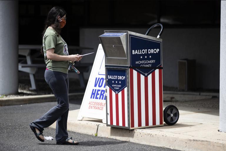 Trump vuelve a la carga contra el voto por correo