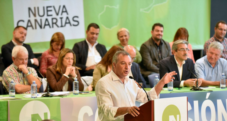 Nueva Canarias pide a Sánchez derivar ya migrantes a la Península