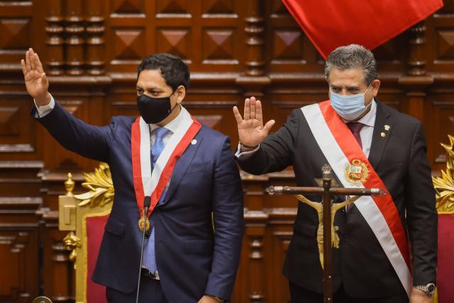 Perú: dimite el Presidente Manuel Merino tras cinco días en el cargo y una oleada de protestas