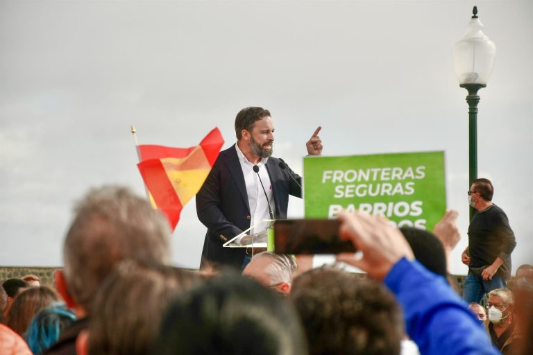 Vox pide localizar a los migrantes trasladados desde Canarias y comprobar su estado de salud