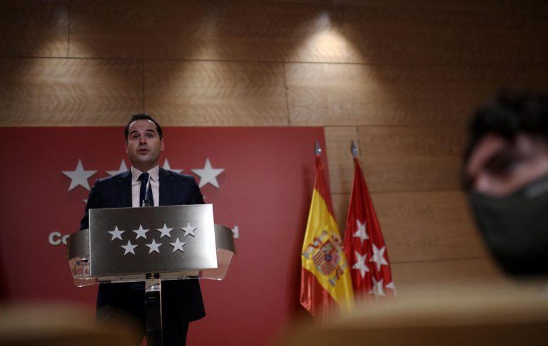 Madrid reitera que el Gobierno le 'da largas' sobre la realización de test de antígenos en las farmacias