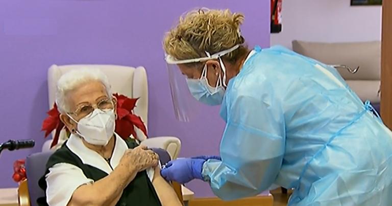 La primera vacuna en España ya ha sido administrada