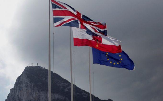 Bruselas pide negociar con Londres el fin de la Verja con control a cargo de España en puerto y aeropuerto