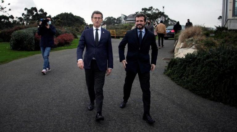 ¿Sentidiño? Polémica por foto de Casado y Feijoo caminando sin mascarilla, un positivo COVID y la petición de no difundir las imágenes