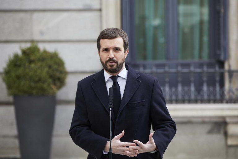 Casado insiste en que el Gobierno oculta la cifra real de fallecidos de la pandemia en España