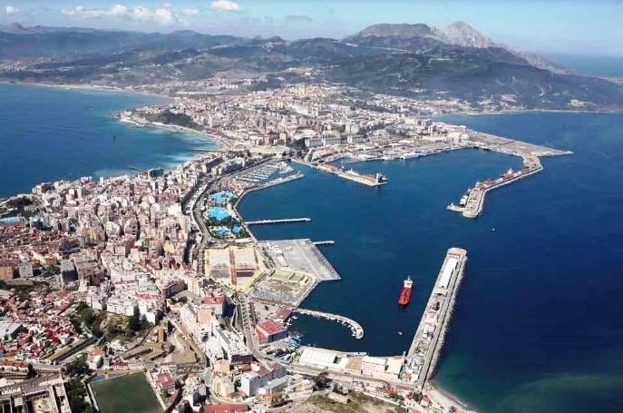 Sánchez recibido con insultos en Ceuta
