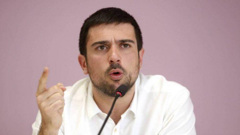 """Ramón Espinar critica a Podemos por la nacionalización de James Rhodes: """"confunden las instituciones con el patio de su casa"""""""