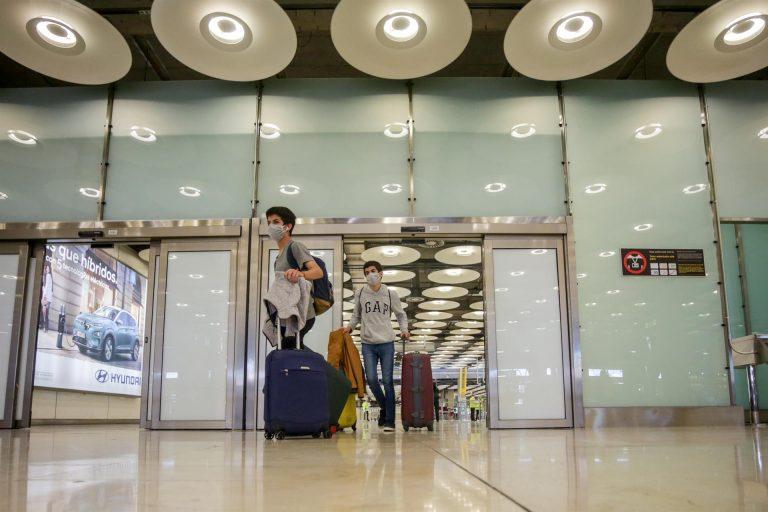 Madrid recomienda a quienes regresen tras las navidades una cuarentena previa de diez días