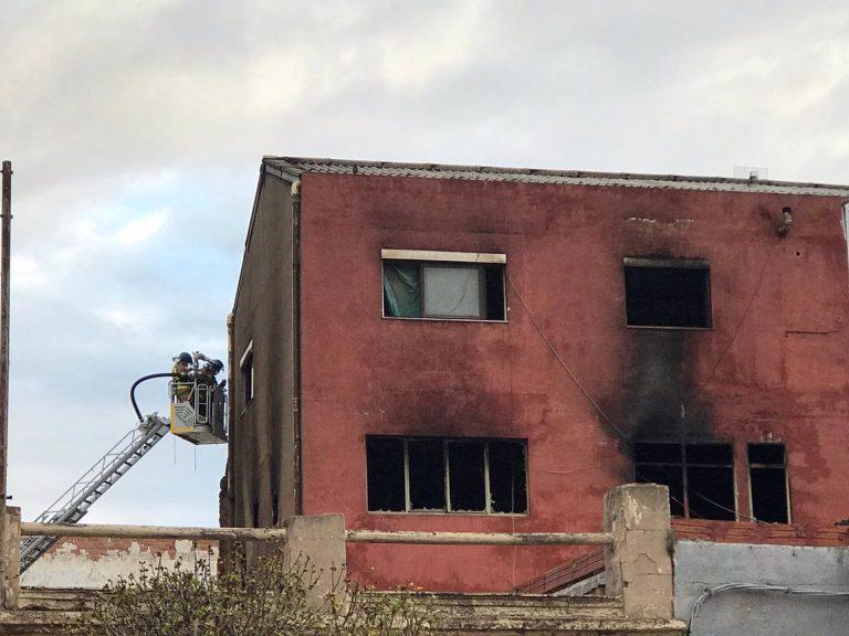 La nave incendiada en Badalona albergaba a 'entre 70 y 150 personas' en situación irregular