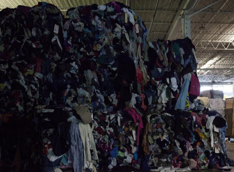 Desmantelada en Murcia una red de explotación laboral basada en el reciclado de ropa usada