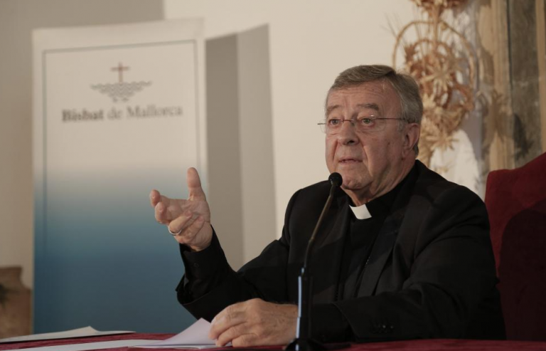 El obispo de Mallorca critica al Gobierno por sus proyectos sobre educación y eutanasia