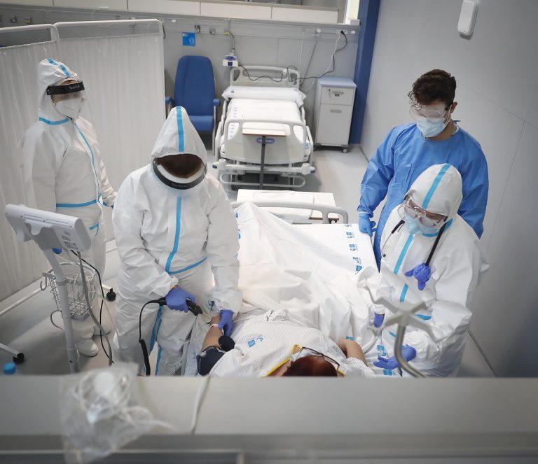 El Zendal recibe a su primera paciente