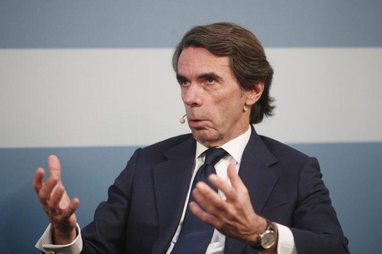 """Aznar dice que Madrid decidirá entre """"un modelo de libertad"""" y otro """"autoritario"""" y """"populista"""" que lo """"cuestiona"""""""