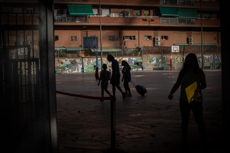 Cataluña contabiliza 2.113 grupos escolares confinados y nueve centros cerrados