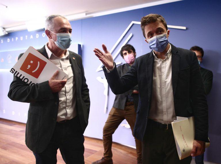 Más Madrid y Compromís quieren que el Congreso haga un seguimiento del proceso de vacunación para frenar a los «caraduras»