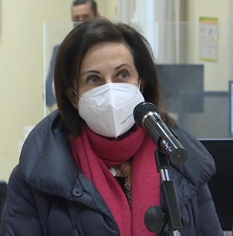 Robles ofrece ayuda militar para la vacunación y elude hablar del discurso de Felipe VI de mañana