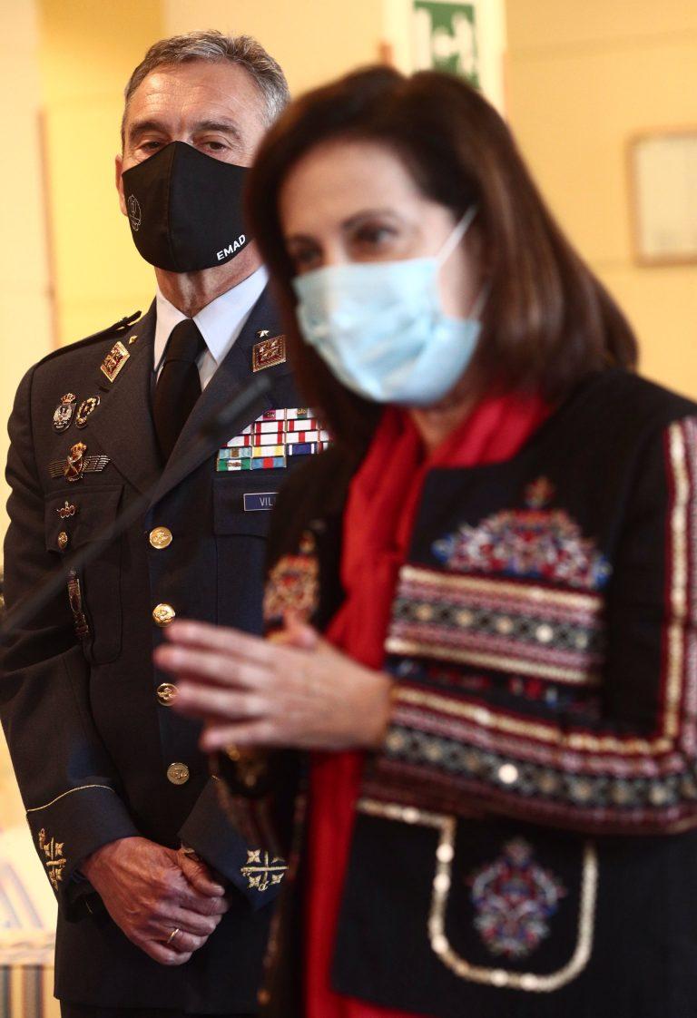 Yolanda Díaz dice que los políticos deben dimitir si se adelantan con las vacunas, mientras Robles investiga al JEMAD