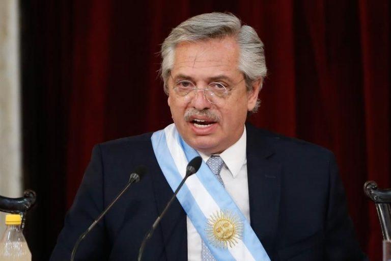 El Presidente argentino, vacunado con la Sputnik V, positivo por COVID