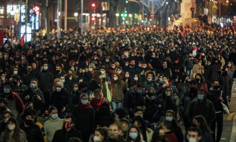 Los partidos políticos se enfrentan por la segunda noche de movilizaciones a favor de Hasél