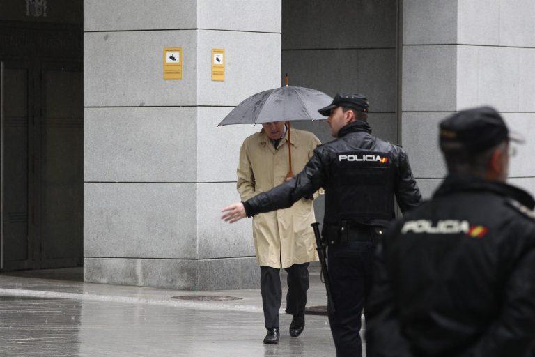 El abogado de Bárcenas matiza a su cliente, y Garzón dice que sus declaraciones son «verosímiles»
