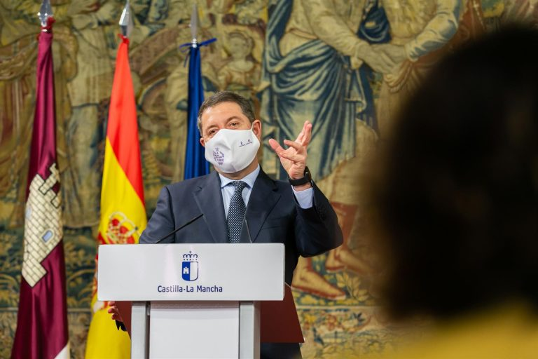 Page afea a Casado tras su crítica a Rajoy y le recuerda que la democracia «también sirve para momentos de tensión»
