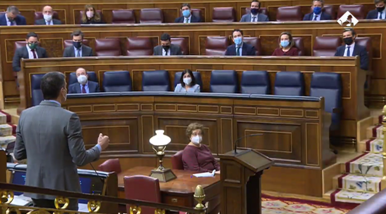 Sesión de control: PSOE y Podemos ahondan en sus críticas, mientras el PP ovaciona a Casado