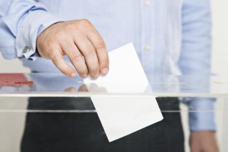 La ley establece un permiso retribuido de 4 horas para votar, pero solo si no lo permite la jornada laboral