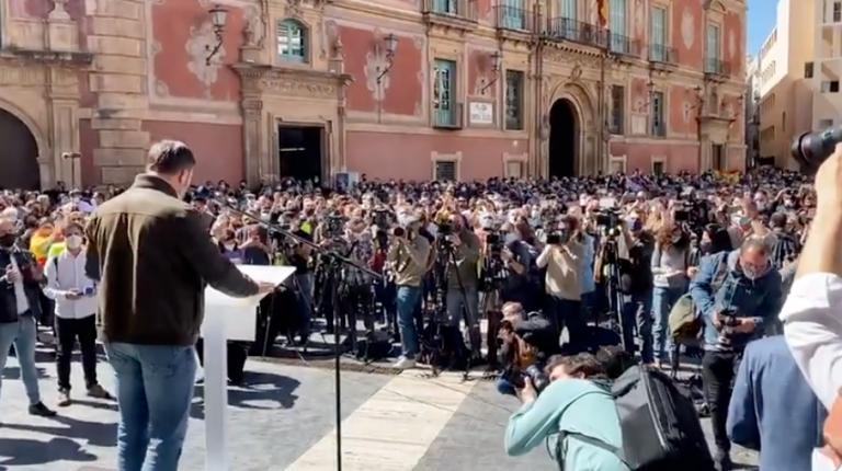 Errejón acusa a Vox de incumplir las medidas anticovid en el acto de Abascal en Murcia y pide a Interior sanciones