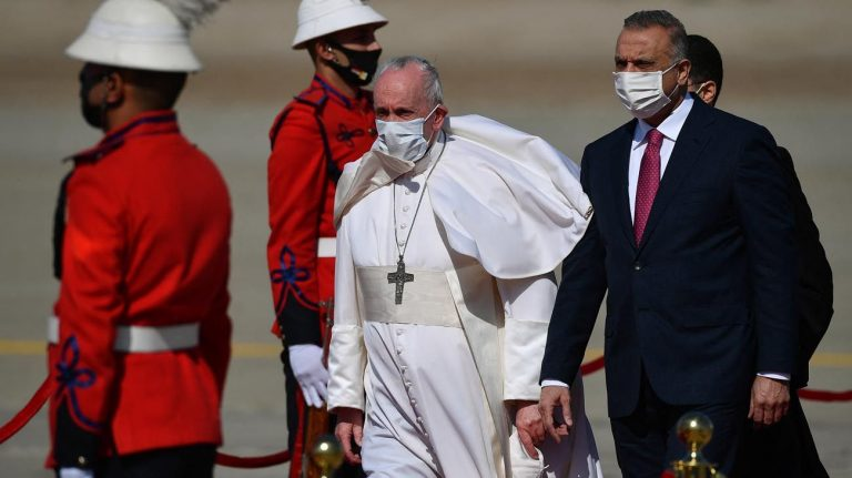El Papa se reúne en Irak durante casi una hora con el ayatolá Al Sistani para pedir la paz fraterna entre religiones