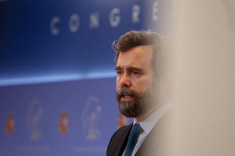 Vox dice que se reunirá más veces con Villarejo si no le citan pronto para la comisión de Kitchen