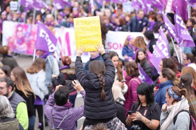 El Movimiento Feminista presiona a Garzón para lograr el cierre de las webs de pornografía